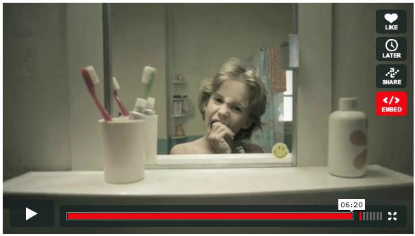 Le miroir est un court métrage retraçant la vie d'une personne